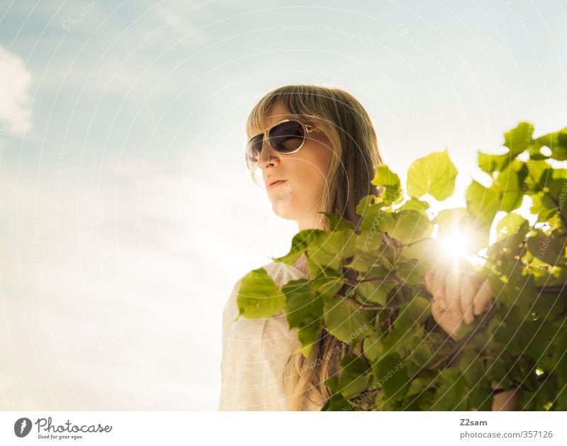 Summerfeeling Himmel Jugendliche Ferien & Urlaub & Reisen grün Baum Erholung ruhig Blatt Junge Frau Erwachsene 18-30 Jahre feminin Freiheit Stil träumen blond