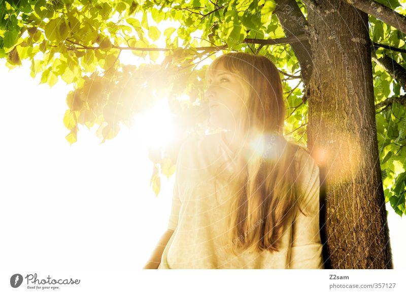 Summerfeeling Natur Jugendliche Ferien & Urlaub & Reisen Sommer Baum Sonne Landschaft Erholung Junge Frau Erwachsene feminin 18-30 Jahre Denken Stil blond