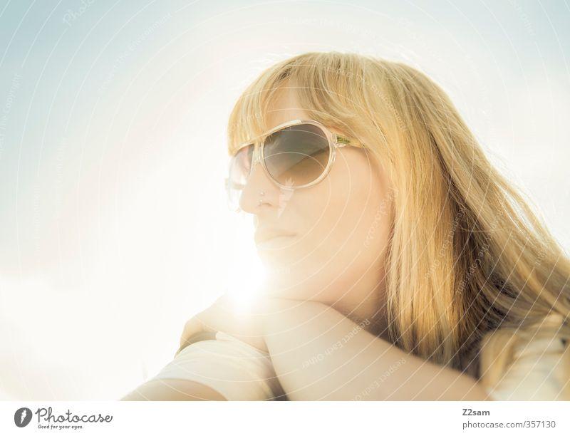 Summerfeeling II Himmel Natur Jugendliche Ferien & Urlaub & Reisen schön Sonne Erholung ruhig Junge Frau Erwachsene feminin 18-30 Jahre Glück Denken Stil