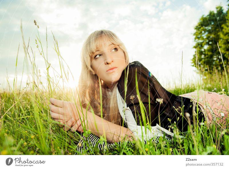 Summerfeeling III Mensch Himmel Jugendliche Ferien & Urlaub & Reisen schön Sommer Baum Sonne Landschaft Erholung Wolken Junge Frau Erwachsene Wiese feminin