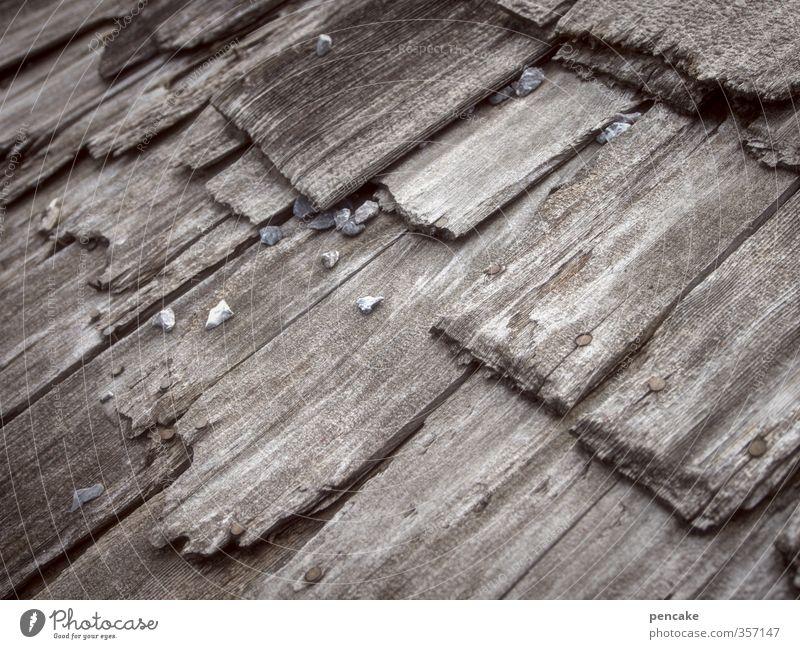 AST6 Inntal   nußdorfecken Dorf Hütte Fassade Holz authentisch Verfall Vergänglichkeit Ecke Dachziegel verfallen morsch Farbfoto Gedeckte Farben Außenaufnahme