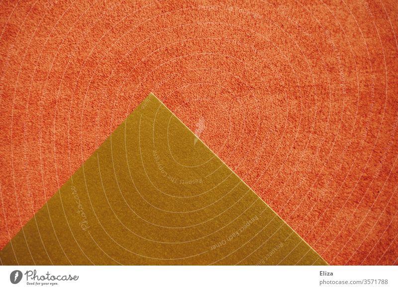 Goldene gemoetrische Form auf rosa roter Fläche Gemoetrisch abstrakt Formen eckig zweifarbig grafisch graphisch Strukturen & Formen Menschenleer