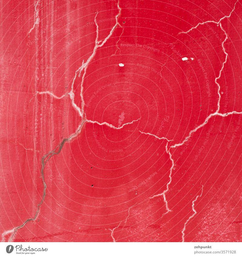 Kratzspuren an roter Wand, die wie ein Bär aussehen rote wand Kratzer Bahnhof Cham Menschenleer Strukturen & Formen Detailaufnahme