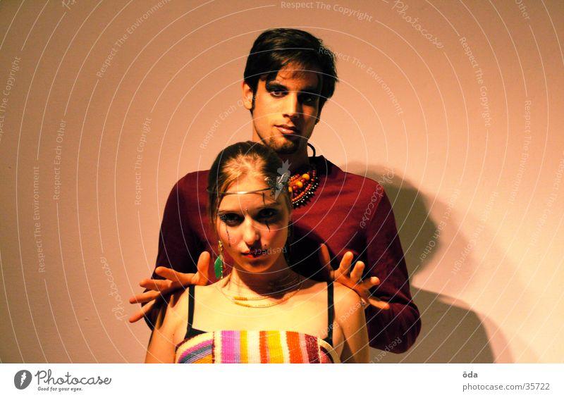 push me away Mensch Hand Gesicht Paar Körperhaltung Schmuck Schminke Halskette geschminkt