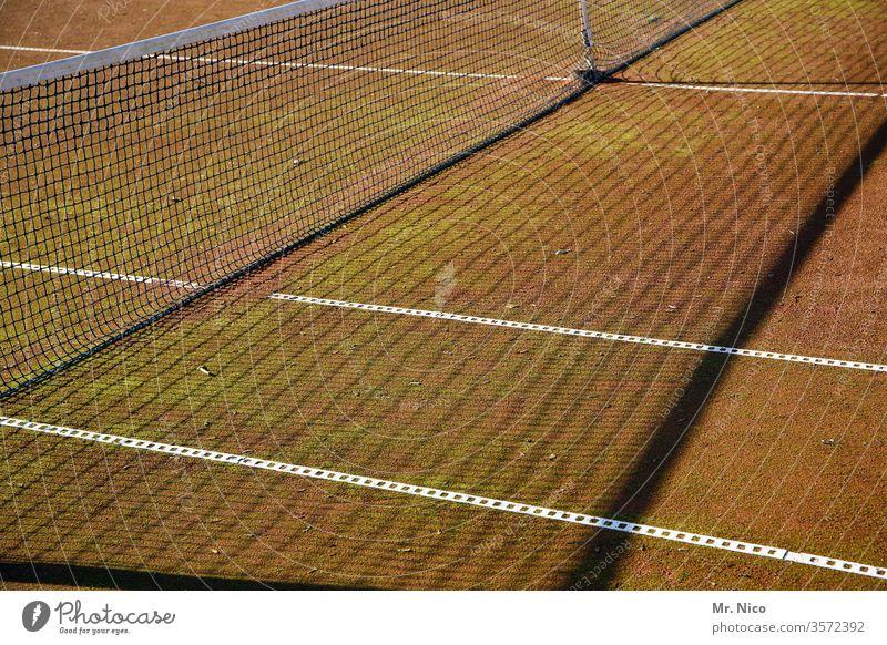 Tennisplatz Tennisnetz Tennisturnier Sport Ballsport Freizeit & Hobby Linie Schatten Sportstätten Sandplatz Asche Linien Platz Spielfeld Sportveranstaltung