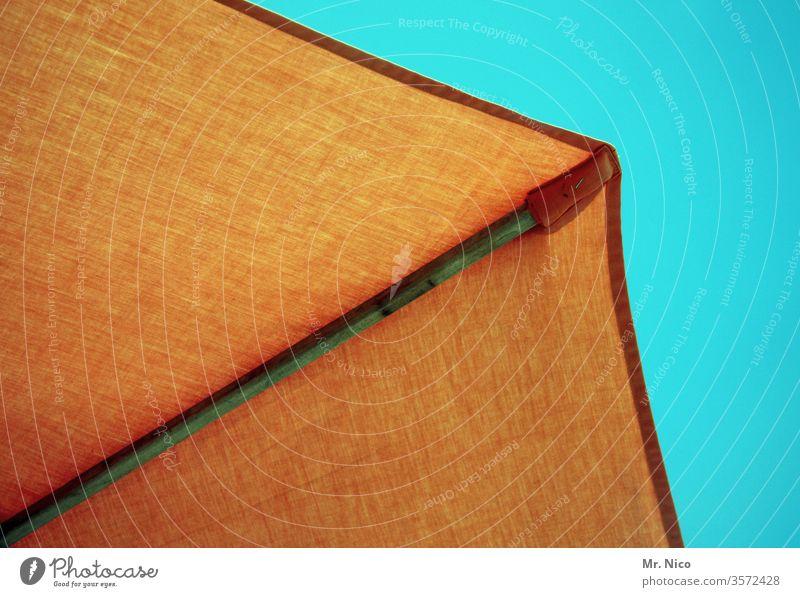 Sonnenschirm Sommer Sommerurlaub sommerlich Blauer Himmel Leichtigkeit Wetterschutz Wärme Sommertag orange Schönes Wetter Sonnenlicht Tourismus Meer