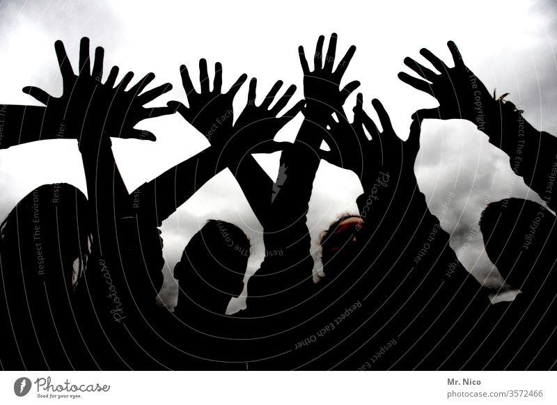 Hände zum Himmel Silhouette Hände hoch Schatten Körper Finger Schattenspiel anonym schwarz Licht und Schatten Schattenrriss Umrisse schemenhaft Schattendasein