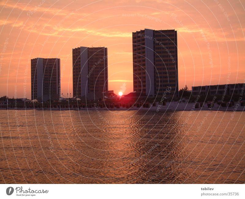 Triple-Towers fall to sleep Wasser Himmel Sonne Meer Strand Ferien & Urlaub & Reisen See Architektur Hochhaus Treppe Hotel Ostsee
