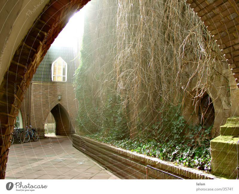 Innenhof in Bremen Zentrum ruhig Architektur Tor friedlich