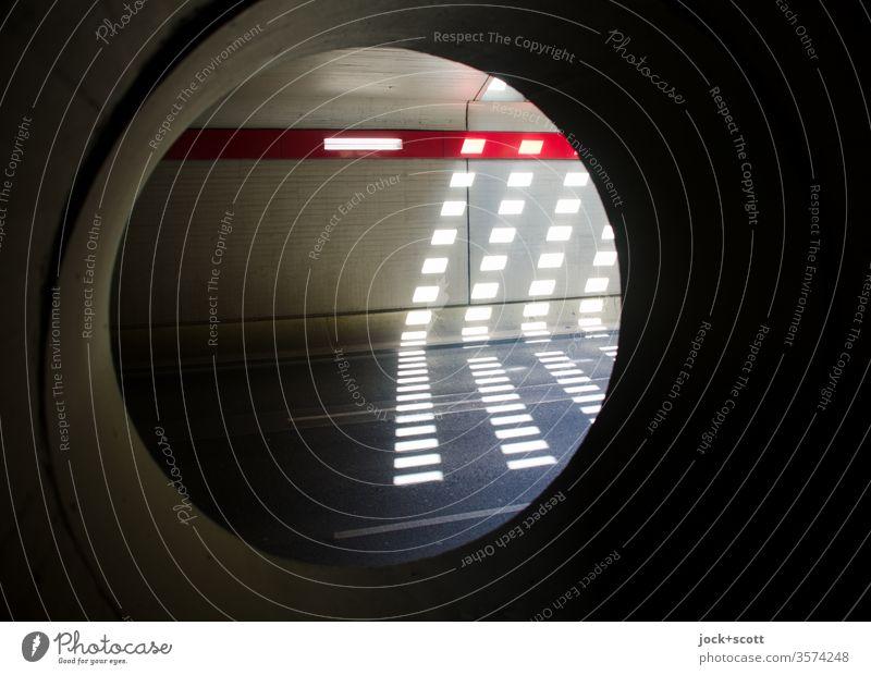 Lichtspiel im Tunnelblick Kreis Betonwand Lichtstreifen Architektur Straße leuchten Schatten modern Symmetrie Lichterscheinung Stil Strukturen & Formen Brücke
