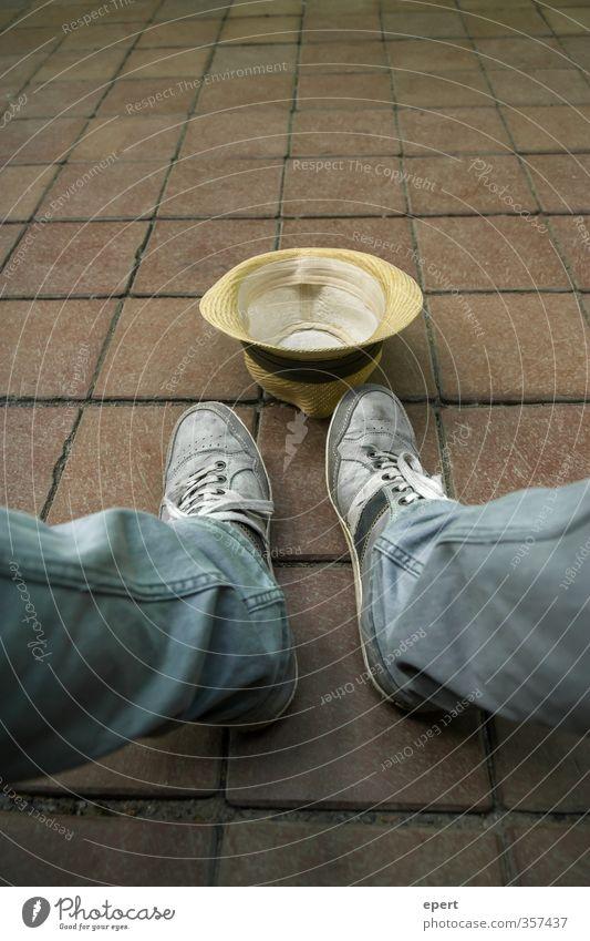 Einnahmequelle Beine Fuß sitzen warten trist einzigartig Hut Langeweile Arbeitsplatz Arbeitslosigkeit lethargisch
