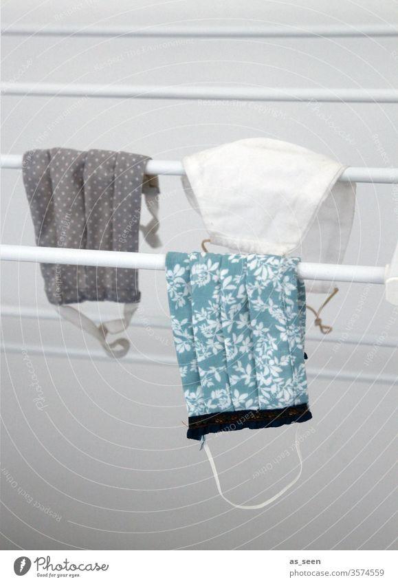 Mundschutz auf der Wäscheleine Mundschutzmaske Arzt Coronavirus Pandemie Schutz Infektionsgefahr Virus Corona-Virus Ansteckend Gesundheit Quarantäne Krank