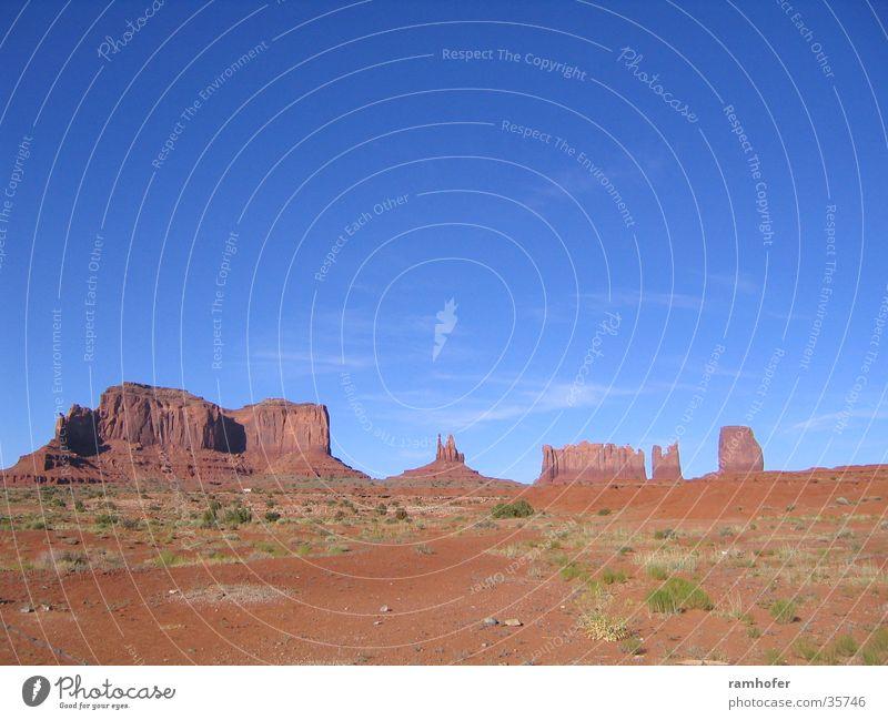 Monumet Valley Ferien & Urlaub & Reisen USA Landschaft Utha Navajo Tribal Park Himmel Geteinformationen Monument Valley