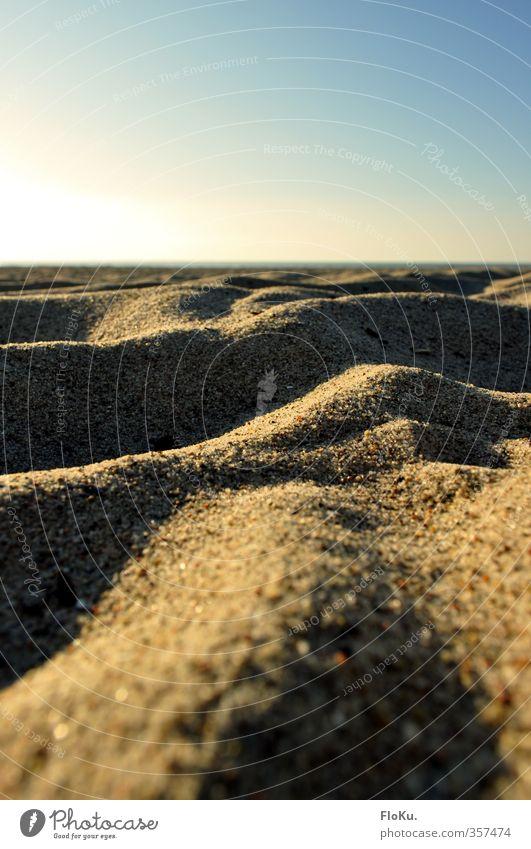 Mini-Dünen Natur Ferien & Urlaub & Reisen Sommer Sonne Erholung Landschaft Strand Umwelt Ferne Wärme Küste Sand Horizont Stimmung Erde Schönes Wetter