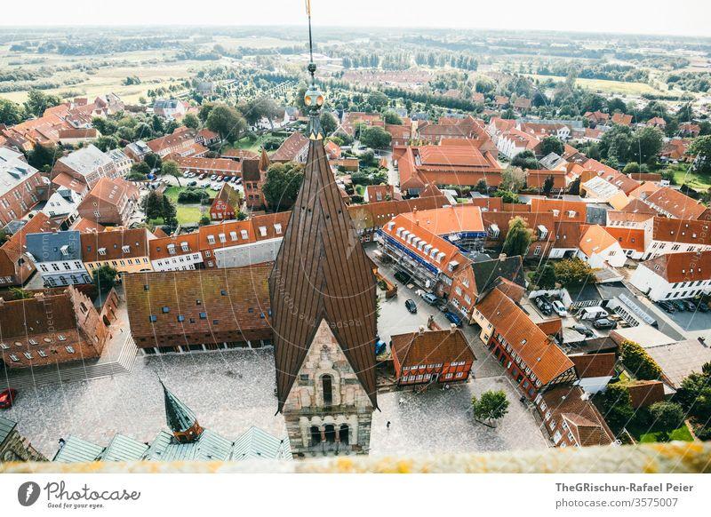 Kirchturm und Häuser von Oben Haus häuserzelle Ribe Dänemark Außenaufnahme Ferien & Urlaub & Reisen Tourismus historisch Farbfoto Tag Architektur Gebäude