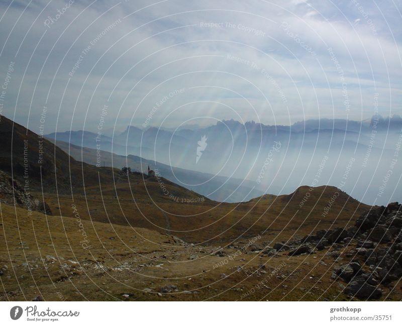 Berglandschaft I Wolken Wiese Berge u. Gebirge Religion & Glaube Nebel Bundesland Tirol Österreich Lichtstrahl Geröll