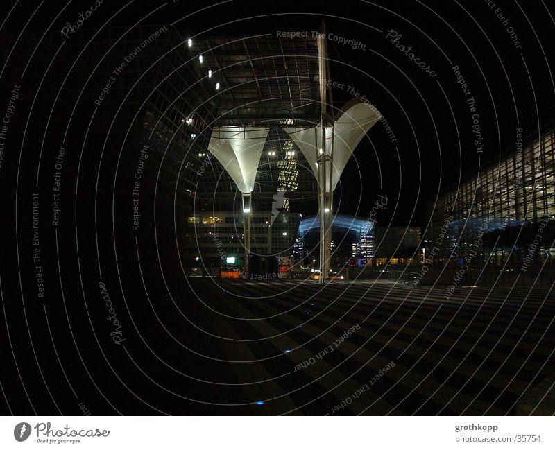 Munich Airport by Night Nacht Kunst Trichter Licht München dunkel schwarz Architektur Flughafen