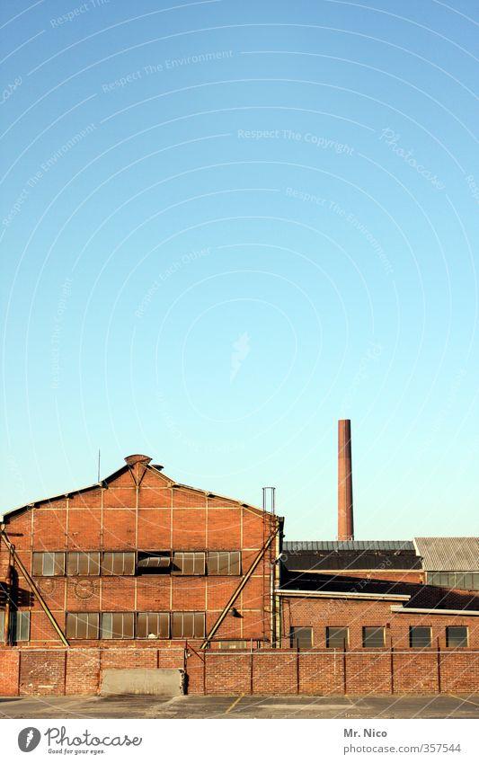 Carlswerk Arbeit & Erwerbstätigkeit Arbeitsplatz Fabrik Industrie Wolkenloser Himmel Schönes Wetter Industrieanlage Bauwerk Gebäude alt Backsteinfassade Mauer