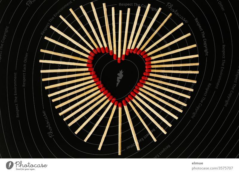 Photochallenge I Streichhölzer auf schwarzem Grund - rote Streichholzköpfe bilden ein Herz Streichholzkopf Liebe brennen heiß Zündwaren Holz anzünden