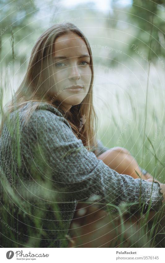 #A10# Sommertag X Sonnenlicht Porträt ruhig Zufriedenheit feminin Mensch Erwachsene Farbfoto Außenaufnahme Jugendliche Junge Frau Lächeln Gras Wiese