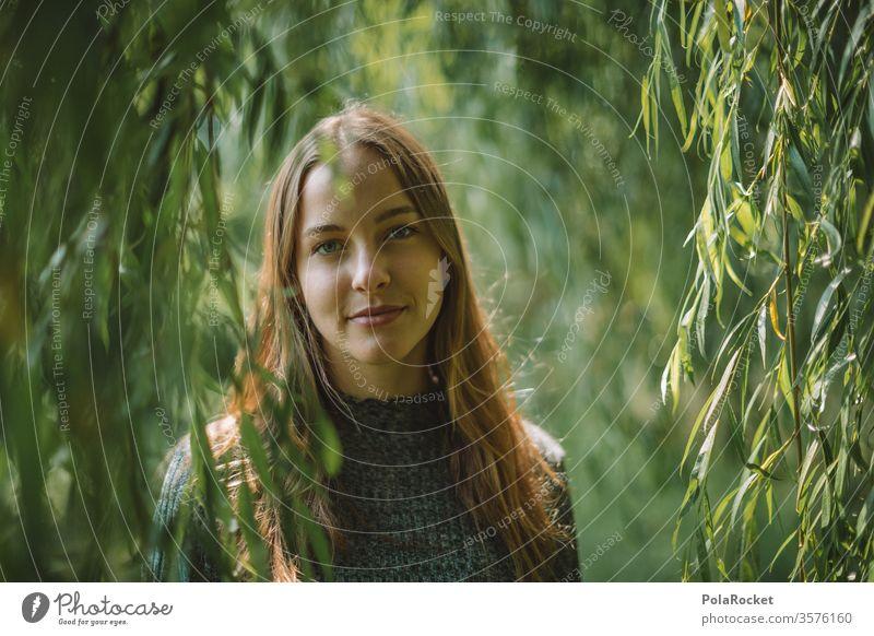 #A# Sommergrün I Model Modellfigur Lächeln Park Außenaufnahme Gesicht Gesichtsausdruck freundlich Ruhe Idylle Spaziergang Jugendliche jugend Oberkörper Frau