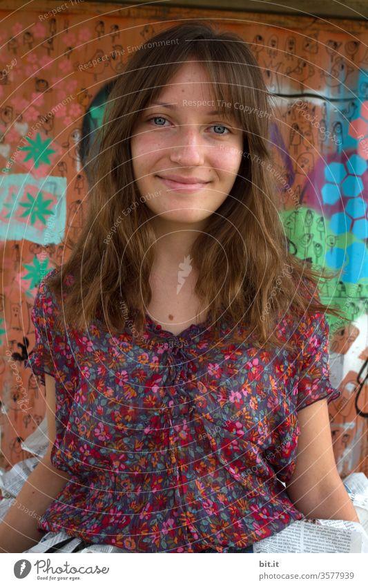 Bunt, wie das Leben Junge Frau Mädchen Jugendliche bunt Blumenmuster Blumenmädchen Graffiti Teenager Freude Pubertät Glück schön Lifestyle Freizeit & Hobby