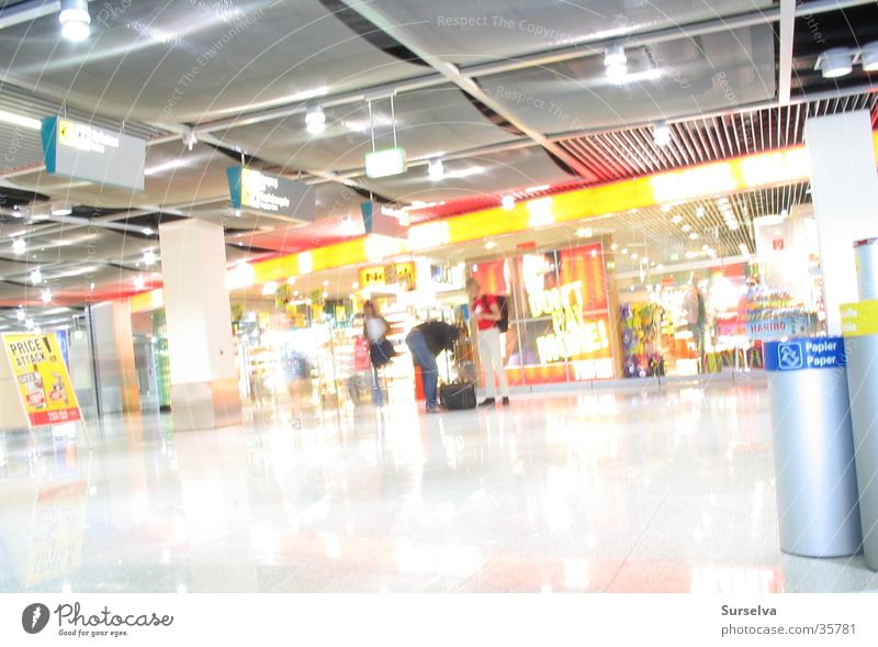 Waiting Ladengeschäft Architektur Flughafen Duty Free Shop Lights Düsseldorf Reflexion & Spiegelung