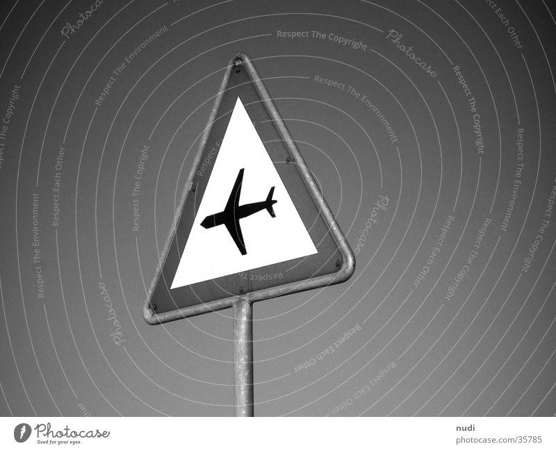 airworld #1 Himmel weiß schwarz Luft Flugzeug Schilder & Markierungen Symbole & Metaphern Respekt Signal Fototechnik