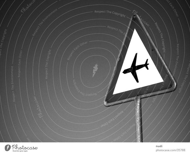 airworld #4 Flugzeug Luft Symbole & Metaphern schwarz weiß Fototechnik Himmel Signal Signet Respekt