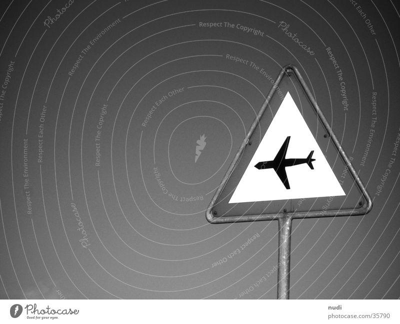 airworld #2 Himmel weiß schwarz Luft Flugzeug Zeichen Symbole & Metaphern Respekt Signal Fototechnik
