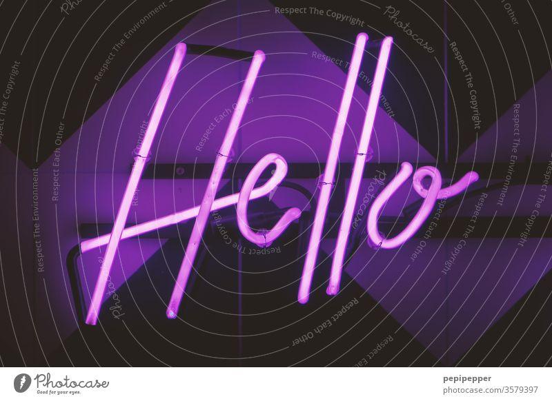 """""""You say goodbye and I say hello.."""" Neonlicht Lampe Licht Typographie Werbung Schriftzeichen neonfarbig old Werbeschild Leuchtbuchstabe Buchstaben Strahlung"""