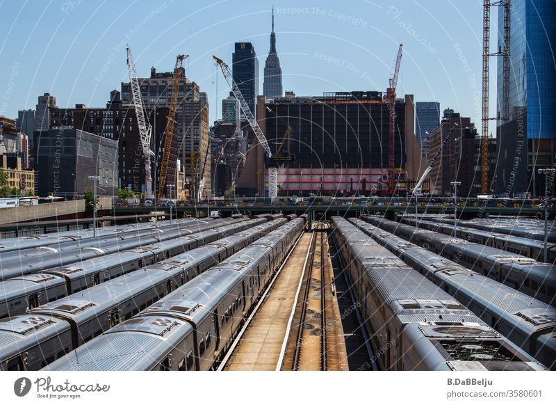 U-Bahn Parkplatz in New York. New York City USA Manhattan Stadt Skyline Amerika Städtereise Sightseeing Ferien & Urlaub & Reisen Farbfoto Außenaufnahme