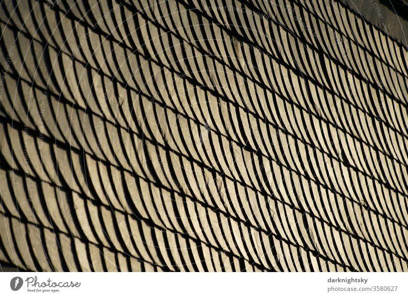 Traditionelle Schiefer Bekleidung als Architektur Detail Fassade Schablonen Reparatur runde Schuppen Stein Außenaufnahme Wand Menschenleer Bauwerk