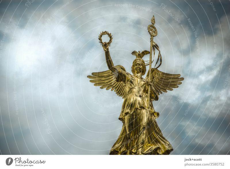Viktoria. es ist nicht alles Gold, was glänzt Sehenswürdigkeit Siegessäule elegant historisch Himmel Lorbeer Goldelse Denkmal Berlin Wahrzeichen Engel HDR