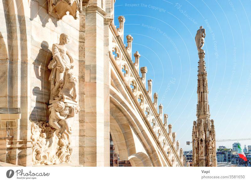 Statuen und Dekoration auf dem Dach des Doms in Mailand Kathedrale gotisch Duomo Architektur Terrasse Dekoration & Verzierung Murmel schön blau Himmel