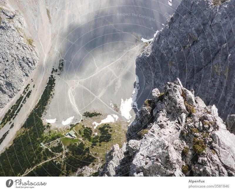 Gamsperspektive Tiefblick Außenaufnahme Berge u. Gebirge Gipfel Natur Alpen Felsen Wege & Pfade wandern Ferien & Urlaub & Reisen Sommer Erholung Ausflug