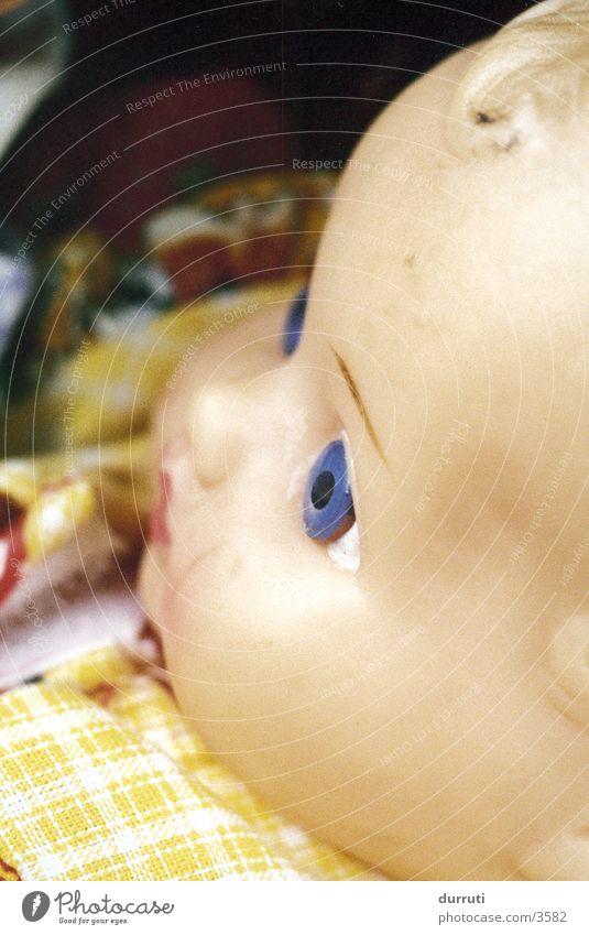 Puppe 2 Kind Angst verrückt Spielzeug Dinge Seele