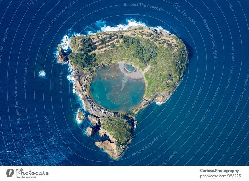 Luftaufnahme der Insel Vila Franca do Campo, Insel Sao Miguel, Azoren, Portugal. miguel vila franca machen campo sao Ansicht Inselchen Antenne Sommer Natur
