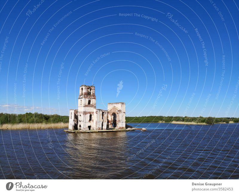 kirche am rybinsker stausee russland Fluss Architektur Russland Wasser Kirche Wahrzeichen Landschaft Religion reisen alt Stausee Himmel Turm Großstadt Tourismus