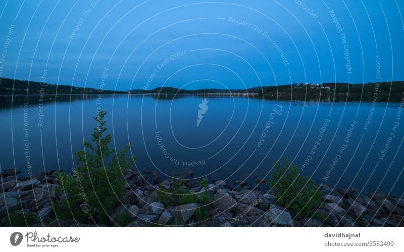 Panoramablick auf den Bostalsee bei Nohfelden. Fluss See Teich Stausee Damm Wasser Antenne Luftaufnahme Wald Baum Saarland Deutschland Europa Wahrzeichen Sicht