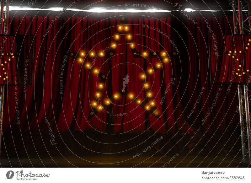 roter Bühnenvorhang-Hintergrund mit Sternsymbol in Ligstform Kunst Kino klassisch Stoff Konzert Gardine Design Vorhang Vorhänge Entertainment Eingang