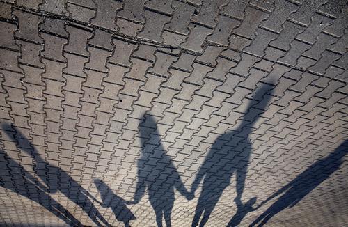 Großfamilie Familie Schatten Familie & Verwandtschaft zusammengehörig Vertrauen Familienglück Familienausflug Schattenspiel Zusammenhalt Zusammensein Leben