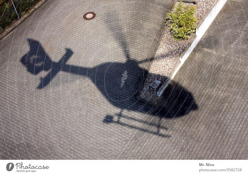 Hubschrauberlandeplatz hubschrauberlandeplatz Luftverkehr fliegen Rettungshubschrauber Rotor Fluggerät Schatten Güterverkehr & Logistik Technik & Technologie