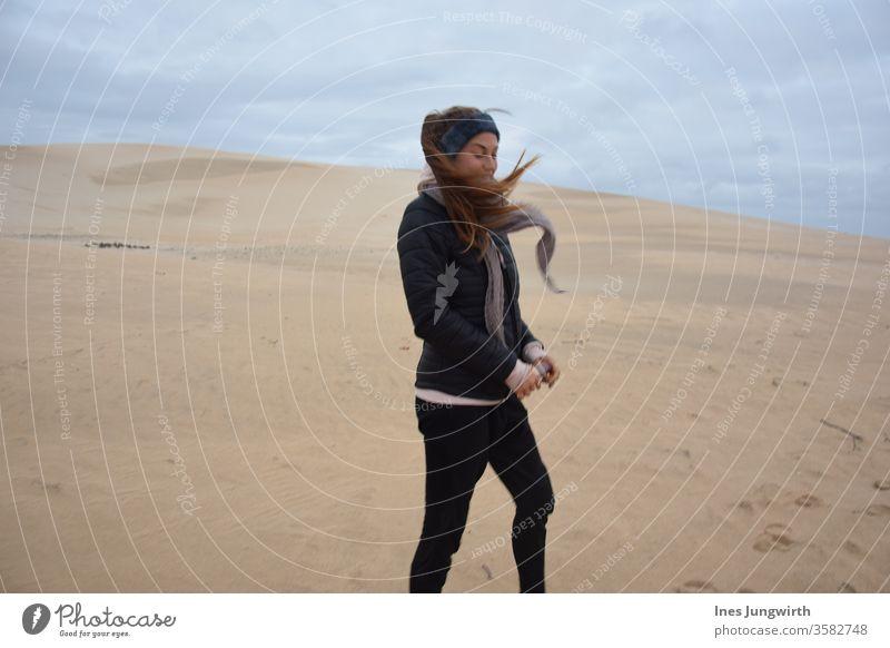 Wind, Wind, du himmlischen Kind windig windiges Wetter windiger Tag Wüste wüstenlandschaft Sand Haare schneiden haare im wind Südafrika Sonne Urlaubsort