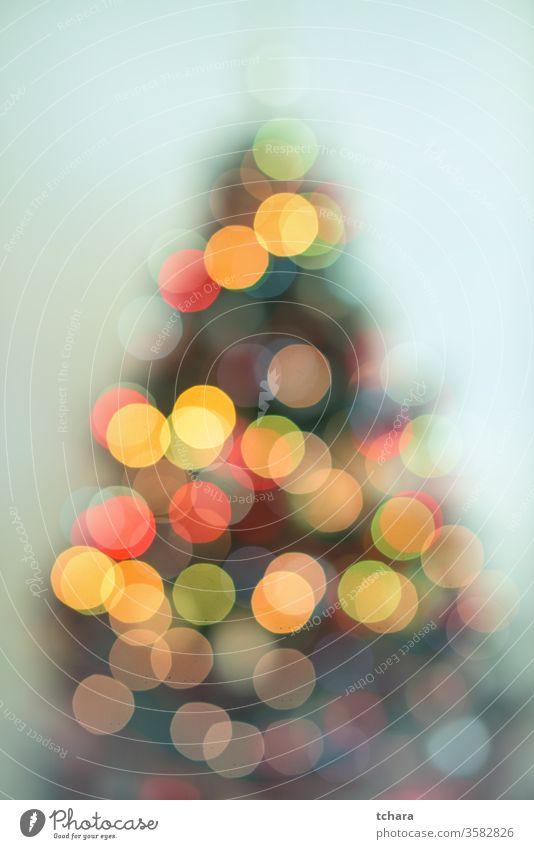 Defokussierter Weihnachtsbaum mit Lichtern zu feiern Feiertage Tanne Schneeflocke Schneeflocken Religion Nahaufnahme heimwärts x-mas Zauberei u. Magie Symbol