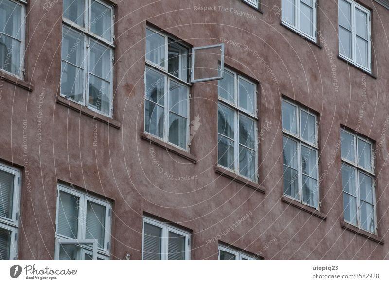 Windows Fenster Fensterscheibe Fassade Außenaufnahme Menschenleer Wand Fensterrahmen Gebäude Glas Architektur Putz Reflexion & Spiegelung Holz alt verwahrlost