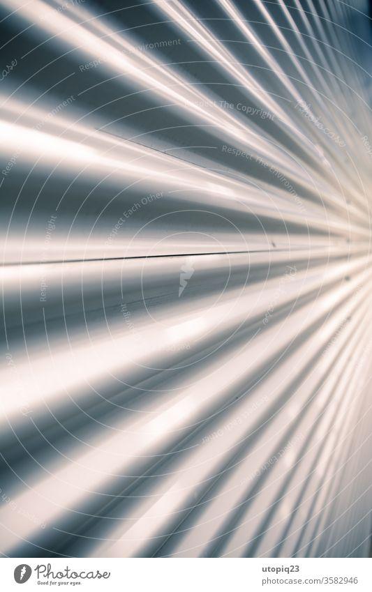 Glatte Wellenförmige Fassade Metall Nahaufnahme silber Wellenform Wellenlinie Menschenleer Strukturen & Formen Muster Außenaufnahme Nieten