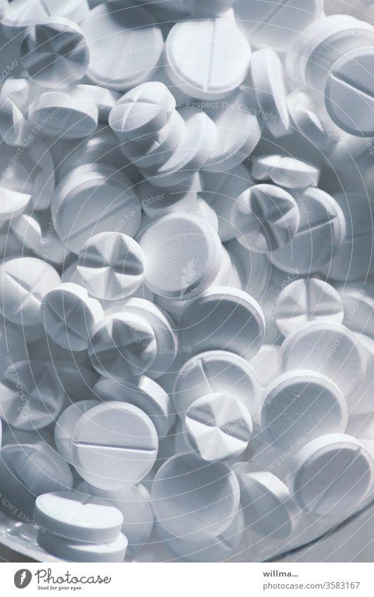 Tabletten weiß Medikament Suizid Hypochonder Tablettencocktail Arzneimittel Medizin Pharmazie medikamentös Sucht Tablettensucht Behandlung Schmerzmittel