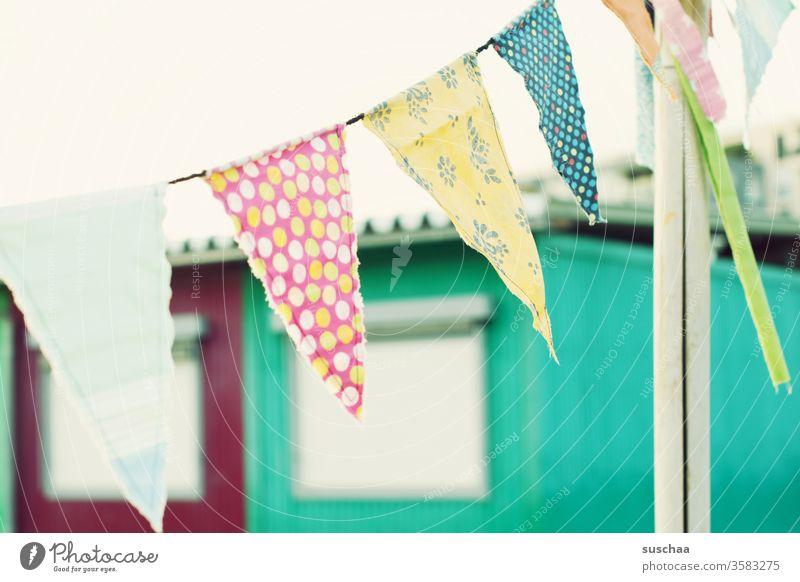 bunte stofffähnchen im wind Stoff Stofffähnchen Wimpelkette outdoor Dekoration Feier Dekoration & Verzierung Party Veranstaltung festlich Fahne Fähnchen