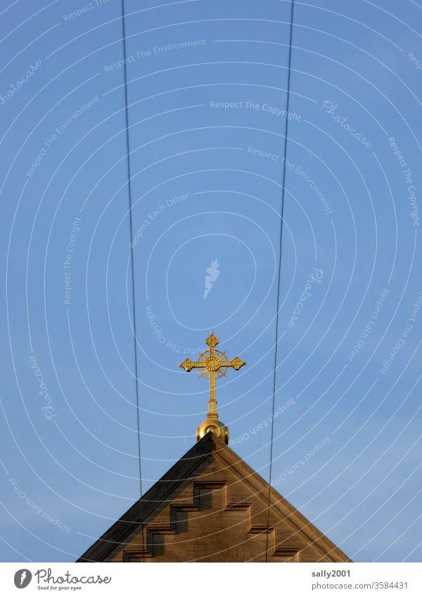 direkter Draht nach oben... Kreuz Symbol Kirche Christentum Katholizismus Religion Christliches Kreuz Religion & Glaube Kruzifix Gott Gebet Leitung Stromleitung